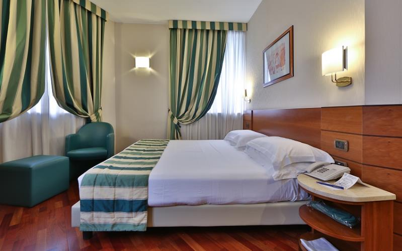 Spacious double room of the BW Hotel Mirage, Milan