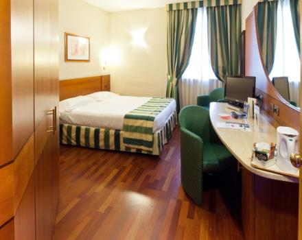 Discover the comfortable rooms at the Hotel Mirage in Milan