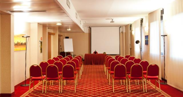 Sale meeting a milano hotel 4 stelle best western hotel for 4 stelle arredamenti